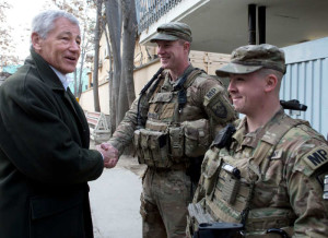Defense Sec. Hagel and US military policemen who were with him in Afghanistan